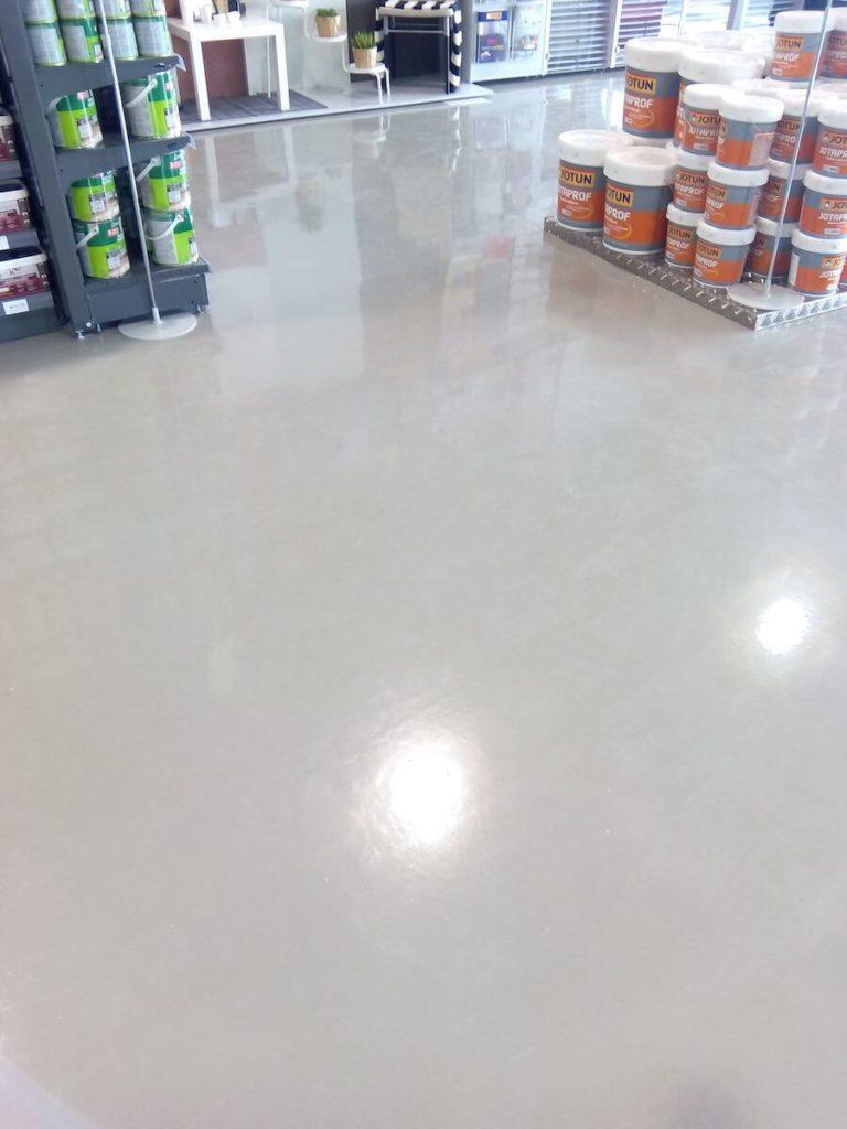 Pavimento continuo de hormigón vitrificado en tiendas grupo paimvi