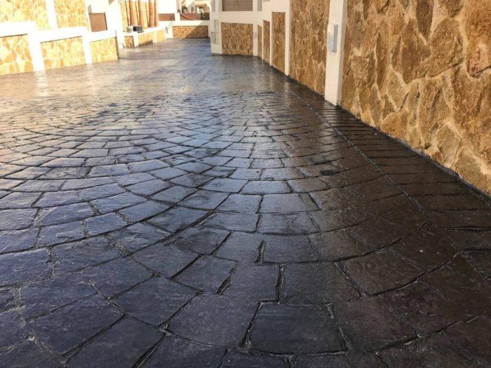 hormigón impreso en acceso a vivienda Alicante Grupo Paimvi