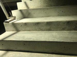 Escaleras hormigón seco